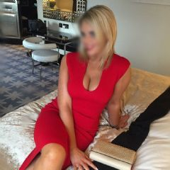 Honey Amber  Victoria, Mayfair, Waterloo London W8 British Escort