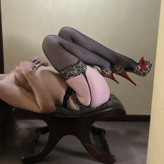 Holly Jax-son Northampton East Midlands NN5 British Escort