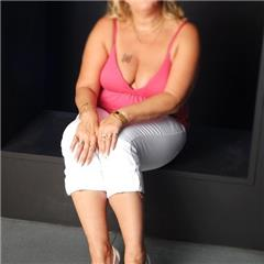 lynn hw High Wycombe South East HP11 British Escort