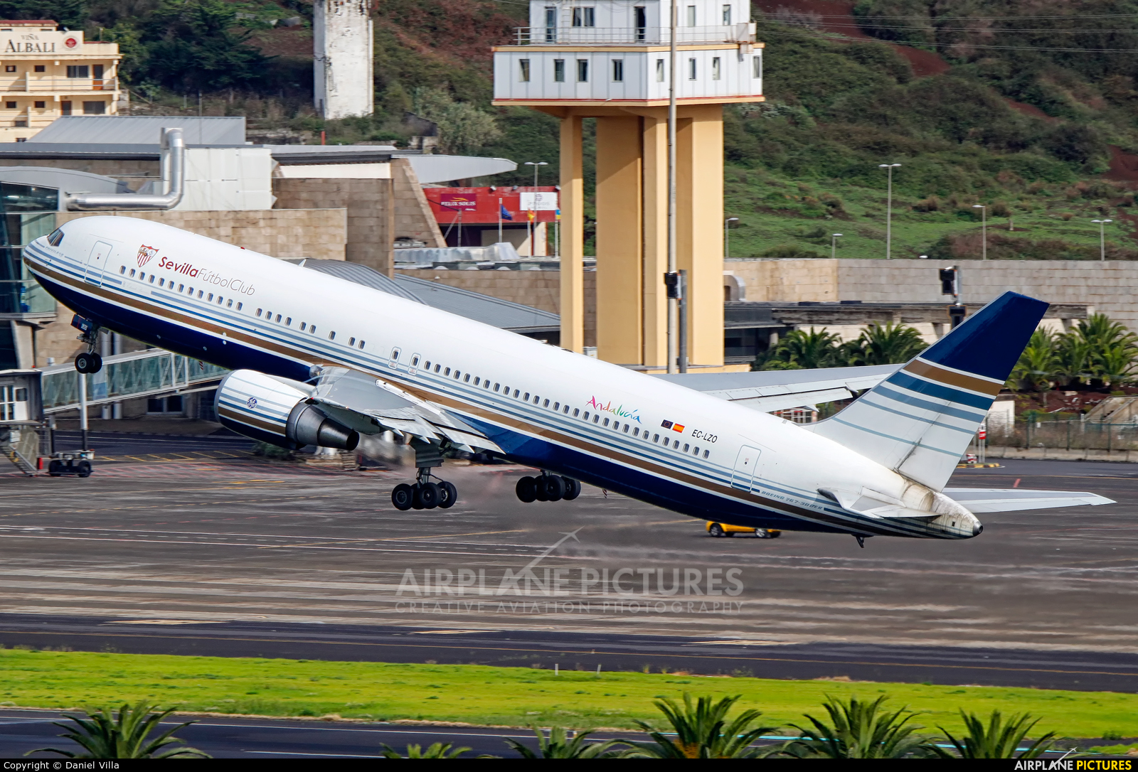 Norwgian Air Shuttle / Go2Sky Boeing B737-800