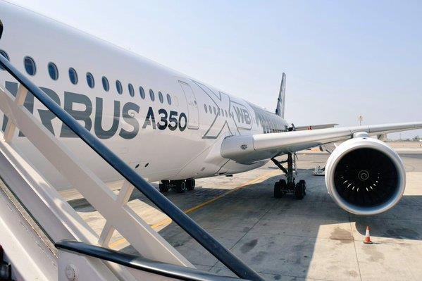 """بالصور.. """"إيرباص"""" تكشف عن أحدث طائراتها خلال جولة في المملكة"""