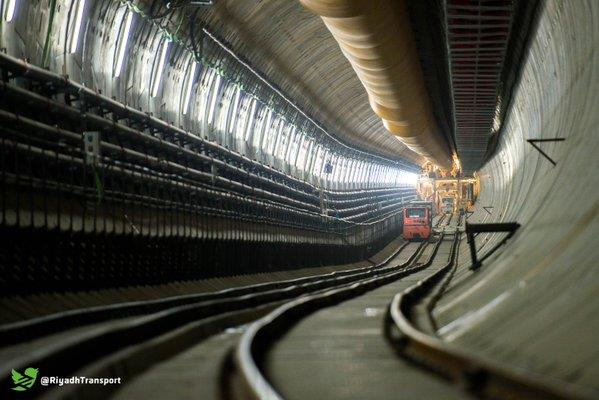 بالصور آلة الحفر العملاقة ظفرة تحقق أرقامًا قياسية في قطار الرياض