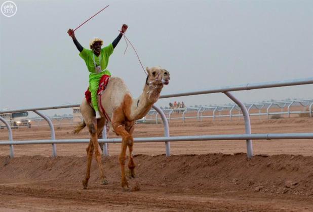 عبدالعزيز بن فهد عقب فوز إبله بكافة مراكز سباق الهجن عدا الخامس: الفوز العظيم هو مرضاة الله