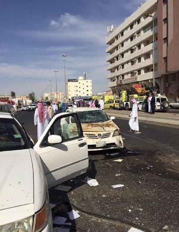 بالصور.. دورية شرطة تشارك في حادث مروري مروع بتبوك