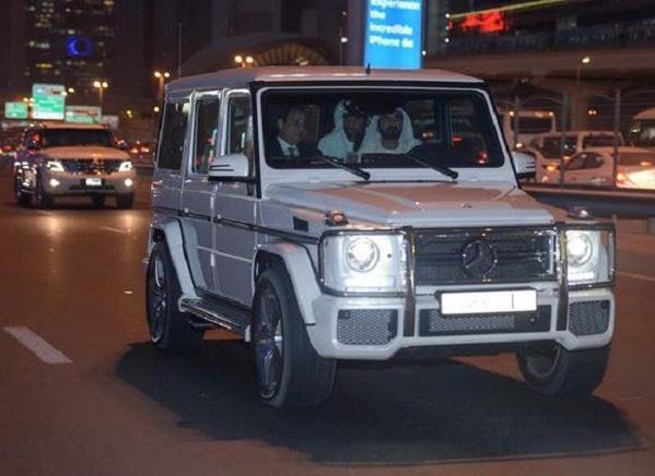بالصور.. محمد بن راشد يقود سيارته وإلى جواره السيسي في جولة بدبي