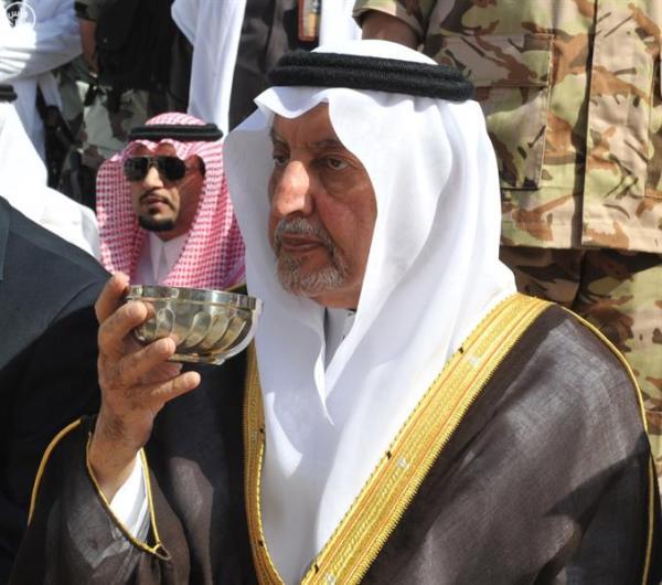 أمير مكة يتشرف بغسل الكعبة صباح اليوم