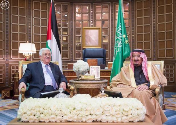 خادم الحرمين الشريفين يعقد اجتماعاً مع الرئيس الفلسطيني