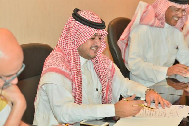 بالصور .. رئيس نادي الهلال يعقد إجتماعاً دورياً بأعضاء مجلس إدارته