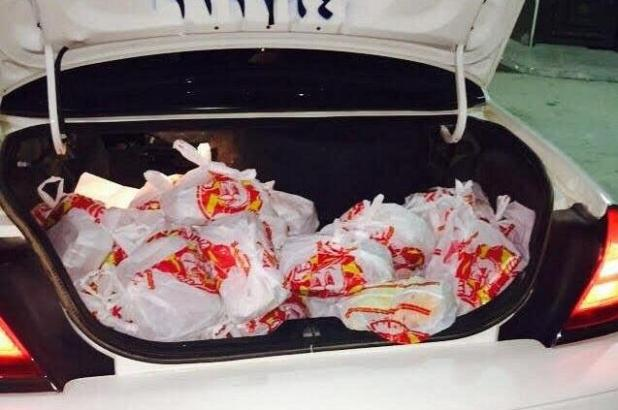 """""""أمانة الرياض"""" تصادر 180 وجبة من باعة متجولين"""