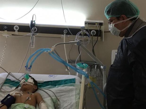 """بالصور.. سفير المملكة بتركيا يزور المصابين السعوديين في تفجير """"مطار أتاتورك"""""""