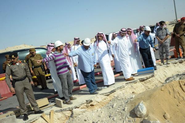 بالصور .. أمير الجوف يزور محطة كهرباء القريات ويقف على أسباب انقطاع التيار