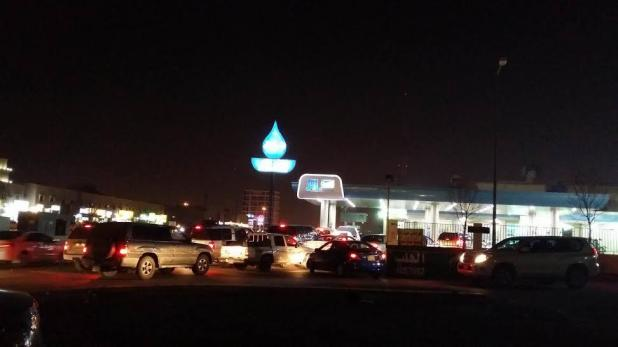 ازدحام على المحطات قبل ساعات من رفع أسعار الوقود