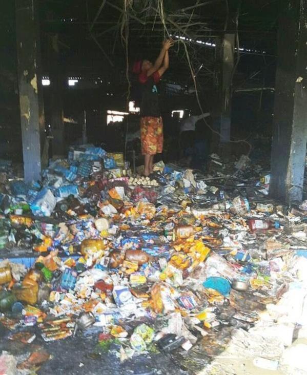 بالصور.. عمليات نهب لمستودع مواد غذائية في تبوك بعد تعرضه لحريق