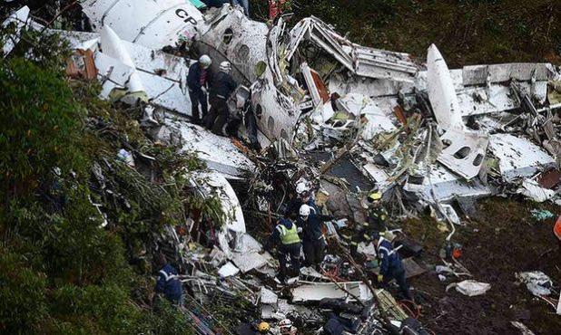 مصرع لاعبي فريق كرة قدم برازيلي في تحطم طائرة كانت تقلهم بكولومبيا (فيديو وصور)