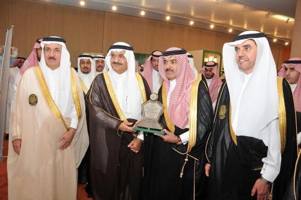 ( عجلان العجلان مع الأمير خالد بن بندر في احدى المناسبات )