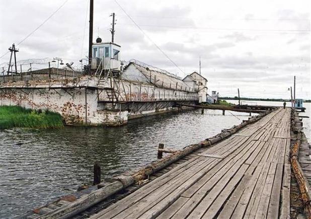 11- سجن جزيرة بيتاك (روسيا)