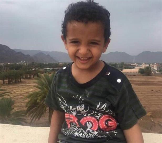 """عم الطفل """"يحيى"""" ضحية المقذوف العشوائي بنجران يكشف عن اللحظات الأخيرة له (صور)"""