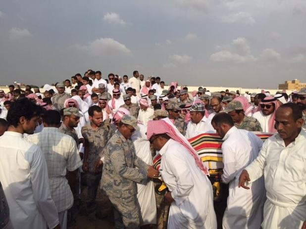 وكيل إمارة جازان يؤدي صلاة الميت على شهيدي الواجب عقيلي وهزازي