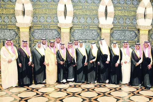 تركي الفيصل ومشعل بن ماجد والعريس يتوسطون عددا من الأمراء والمسؤولين