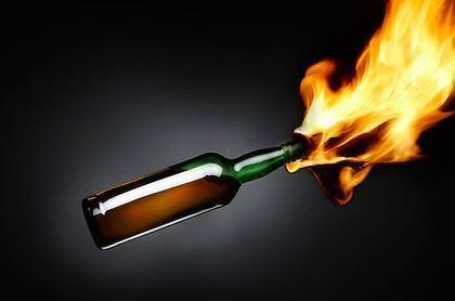 أولاُ - الزجاجات الحارقة (المولوتوف):