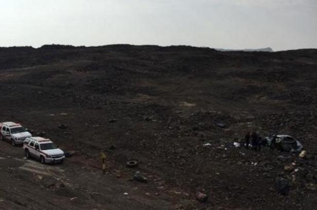 وفاة ثلاثة شباب هوت بهم سيارتهم