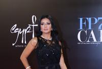 خرجت رانيا يوسف لتعتذر للجمهور وتوضح أن ما حدث كان غير مقصود وأن بطانة الفستان قد رُفعت دون علمها