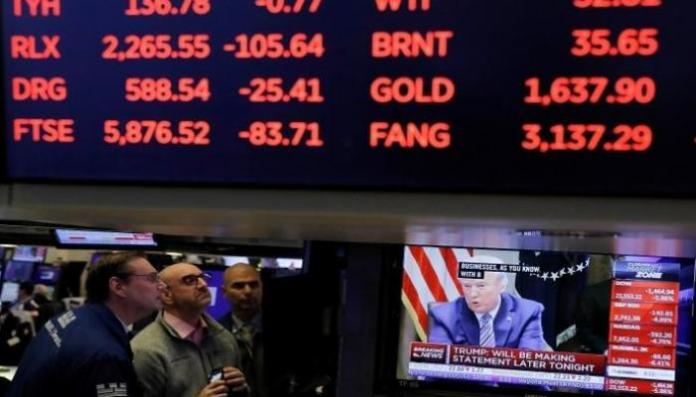 US stocks fell in early trading on Monday