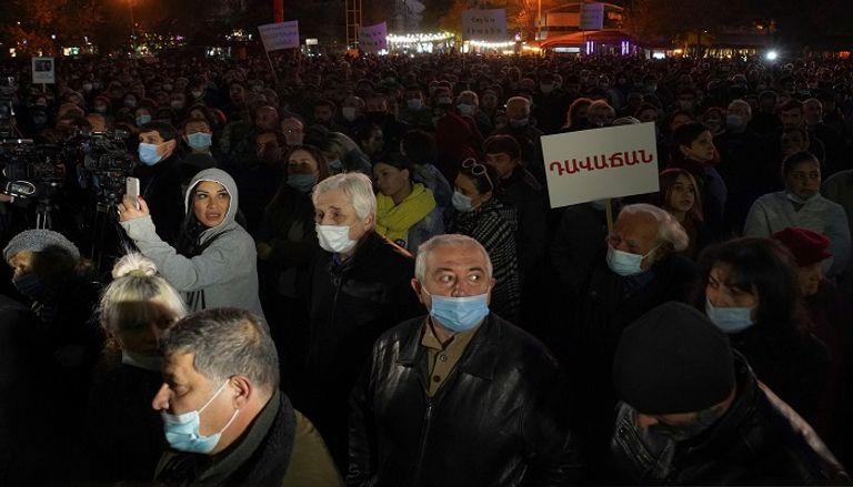 جانب من مظاهرات في أرمينيا للمطالبة باستقالة رئيس الوزراء بعد وقف إطلاق النار في قره باغ