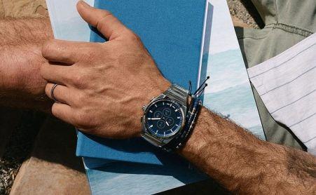 الساعة الذكية الهجين HR Everett الجديدة من فوسيل