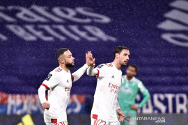 Lyon hantam Angers tiga gol tanpa balas