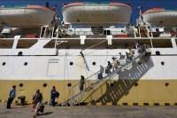 Pemeriksaan penumpang kapal dari Bima