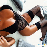 Brunette, 20 years old ... offers Erotic Massage. 0738110329