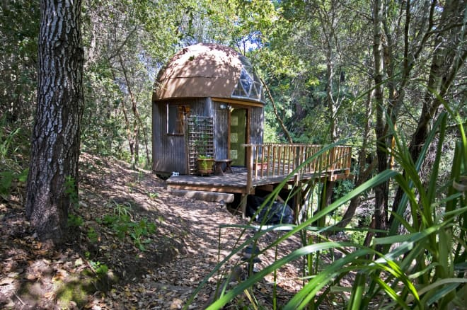 This Mushroom Dome Tiny House Is Airbnb's Most Popular Listing