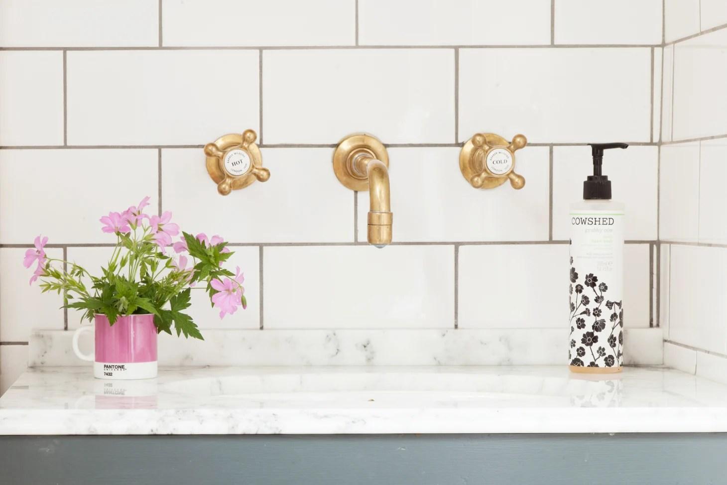 25 Small Bathroom Storage & Design Ideas - Storage ... on Small Apartment Bathroom Storage Ideas  id=43197