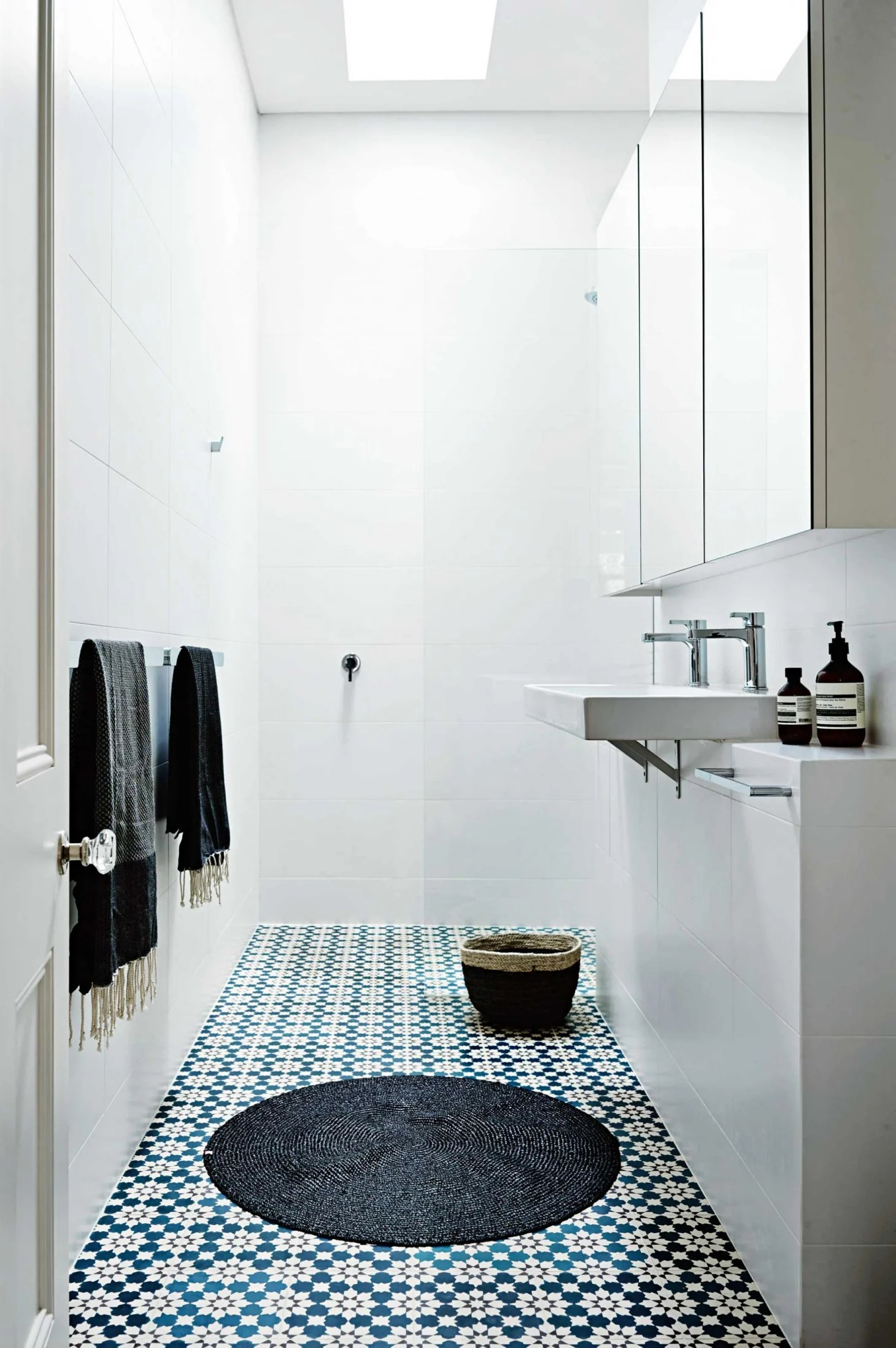 Stylish Remodeling Ideas for Small Bathrooms   Apartment ... on Small Apartment Bathroom  id=73382