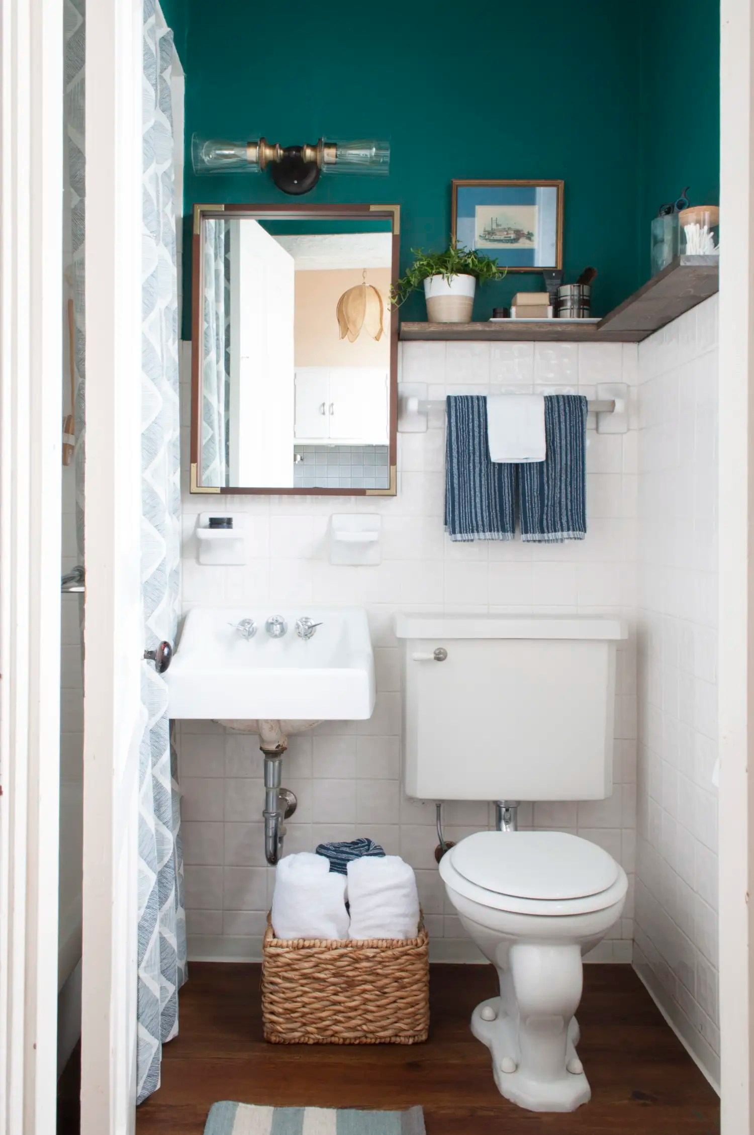 8 Stylish Solutions for Your Totally Icky Rental Bathroom ... on Apartment Bathroom  id=93560