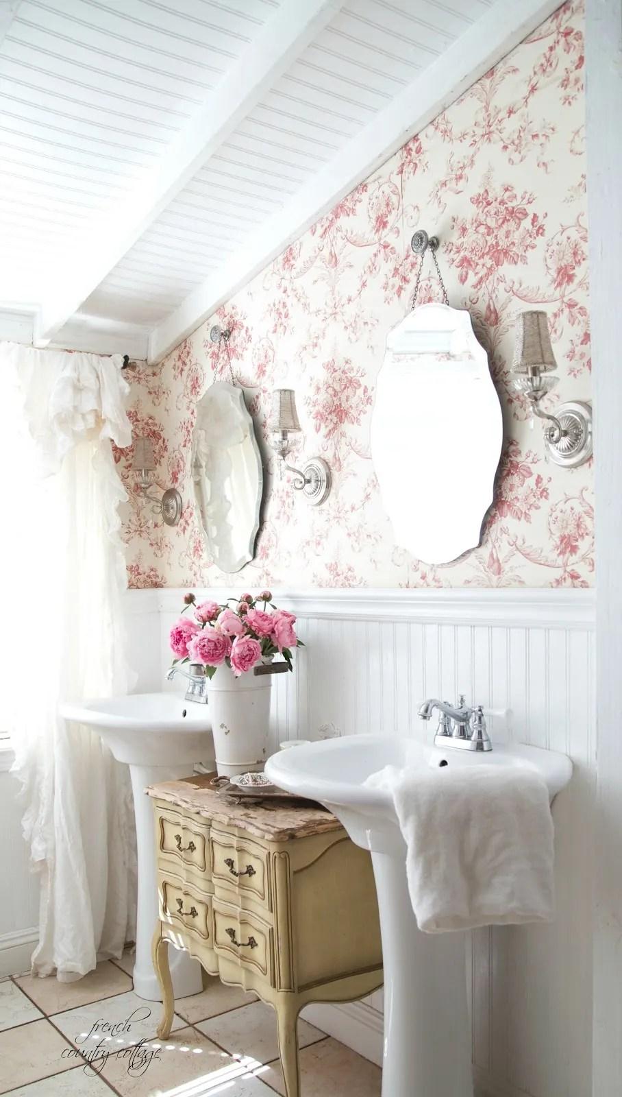 Decorating Ideas: 10 Bathrooms With Beadboard Wainscoting ... on Bathroom Apartment Ideas  id=74221