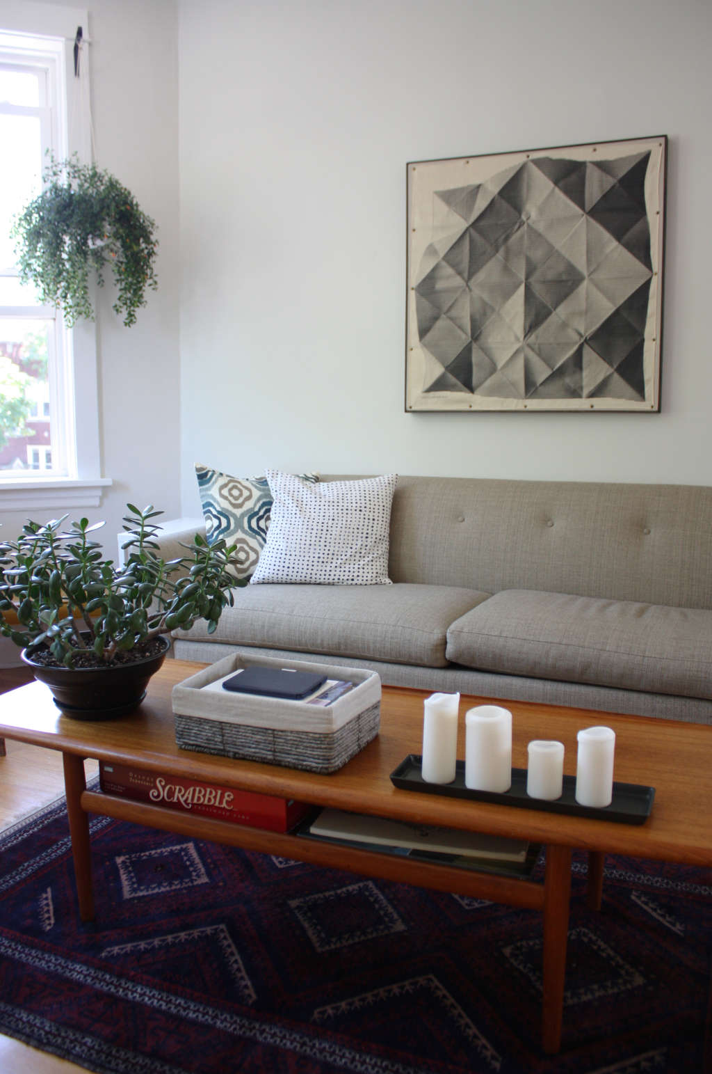 Cheap, Yet Chic: Low Cost Living Room Design Ideas ... on Awesome Apartment Budget Apartment Living Room Ideas  id=35105