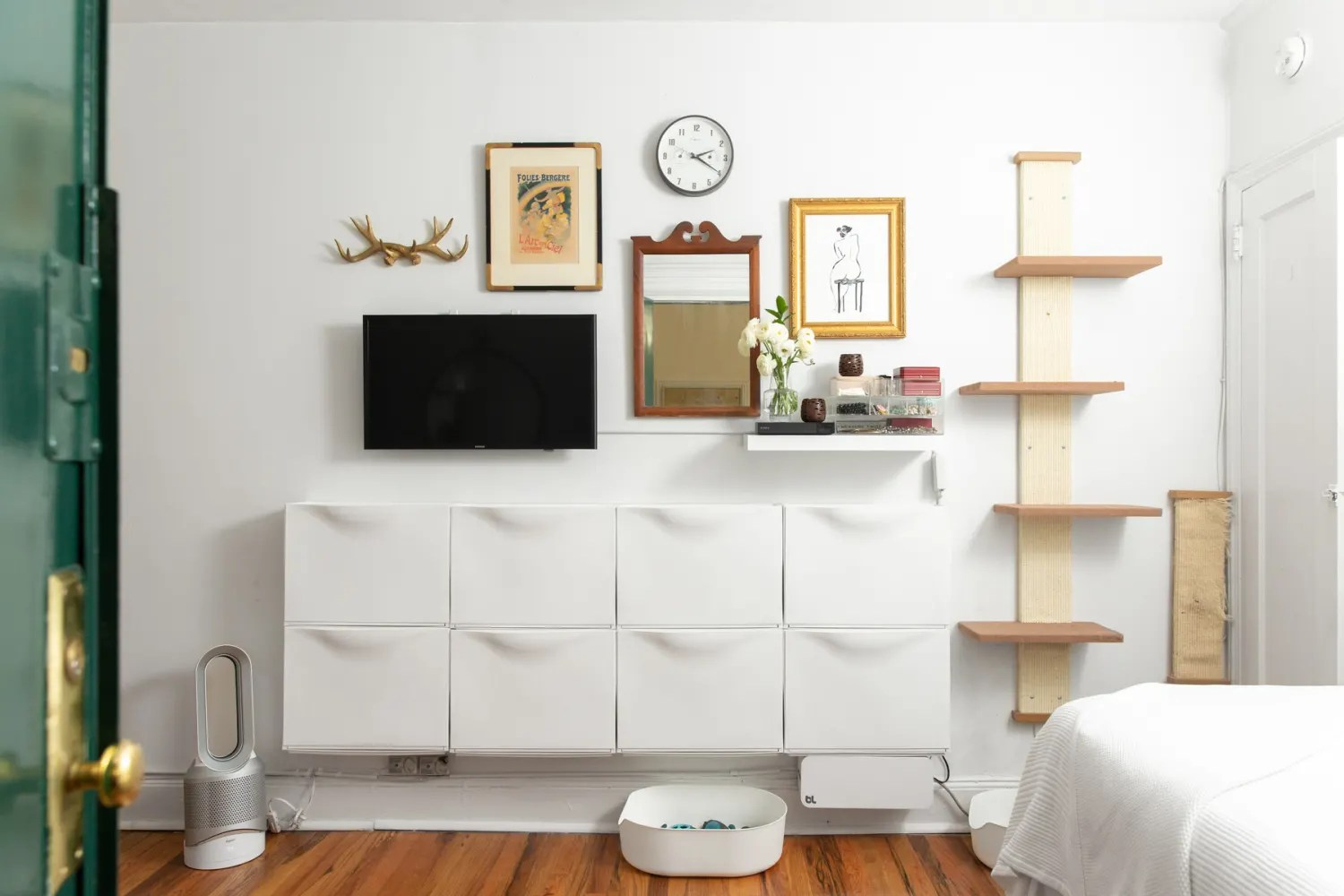Small Studio Apartment Organizing Advice and Ideas ... on Small Apartment Organization  id=49901