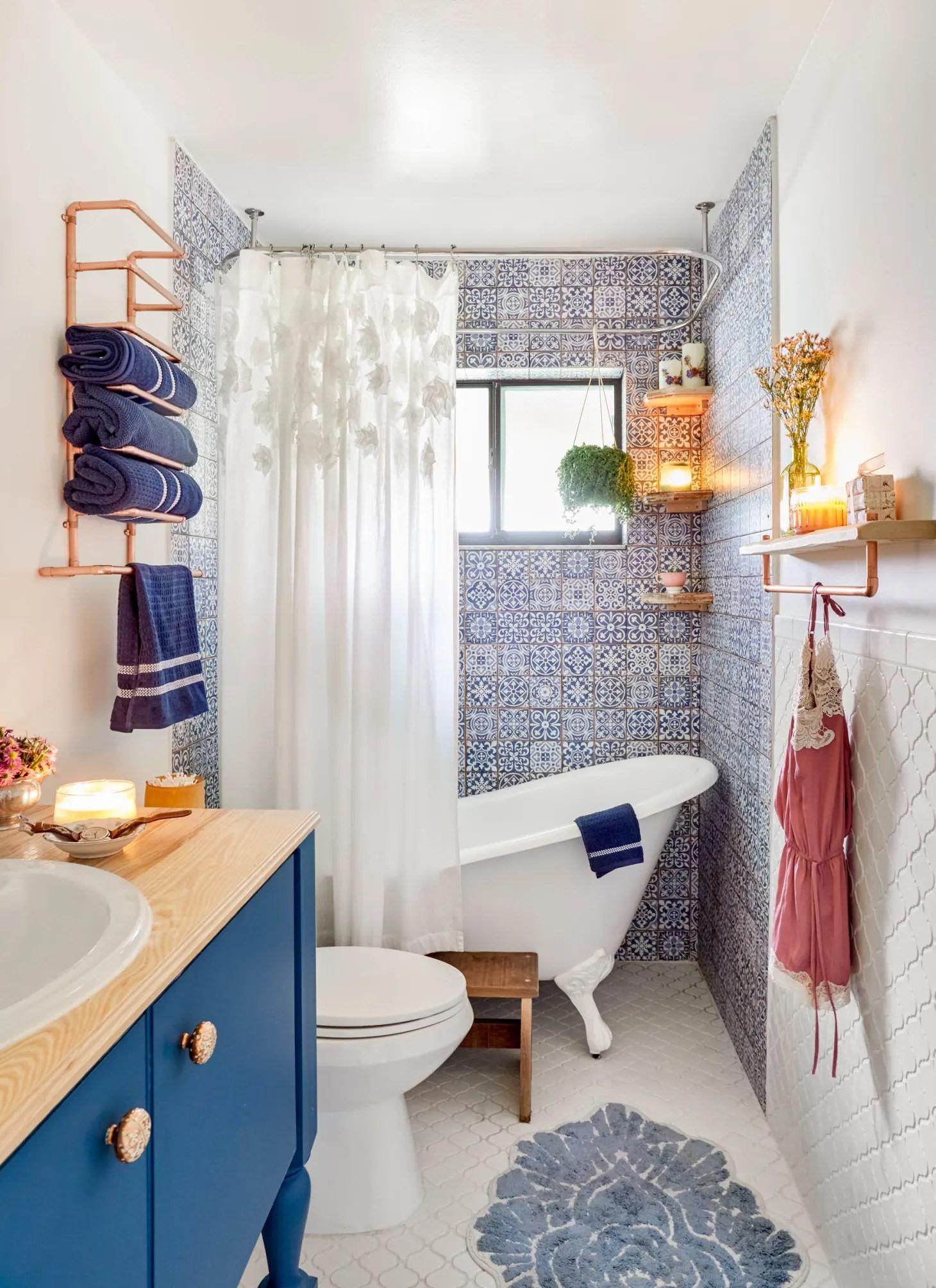 50 Best Small Bathroom Decorating Ideas - Tiny Bathroom ... on Small Apartment Bathroom Ideas  id=30852