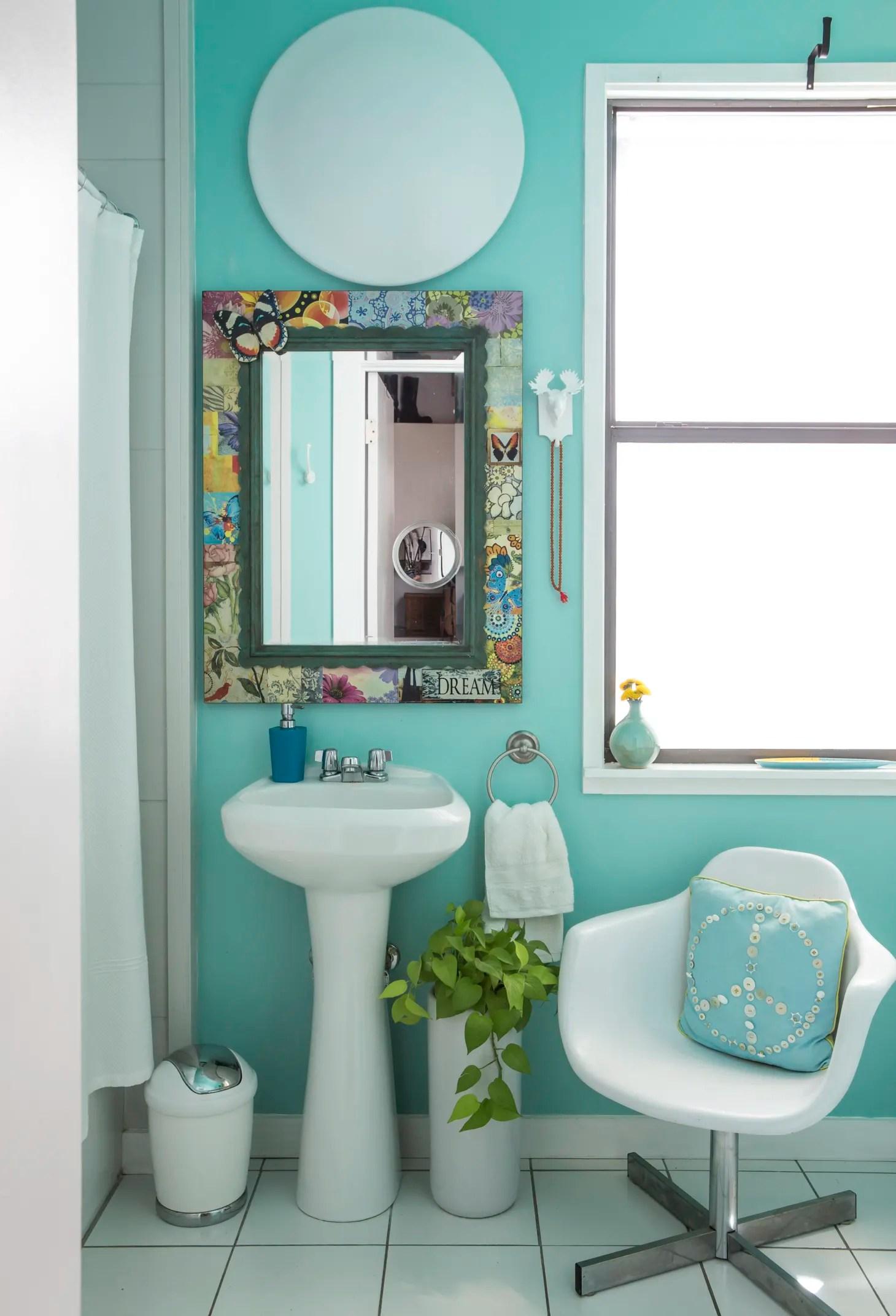 50 Best Small Bathroom Decorating Ideas - Tiny Bathroom ... on Bathroom Ideas Apartment  id=37183