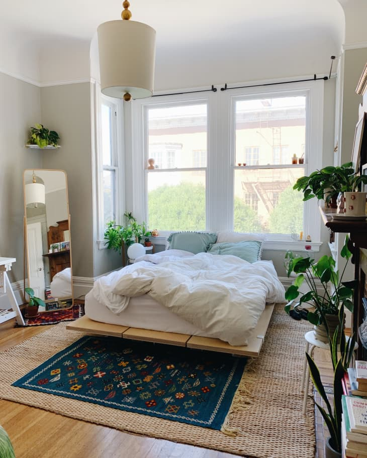 Explore cool masculine spaces fit for any royal king to sleep. 25 Small Bedroom Ideas How To Decorate A Small Bedroom Apartment Therapy
