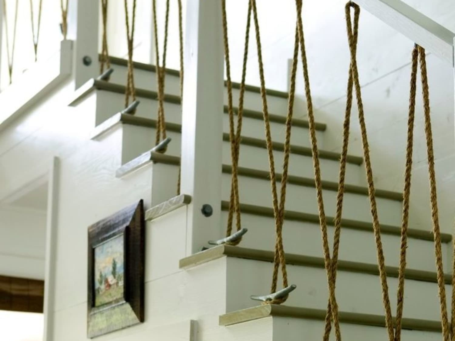 Non Cheesy Nautical 12 Modern Rope Diy Decor Ideas Apartment | Nautical Rope Stair Railing | Ship Rope | Closed Staircase | Cottage Style | Banister | Minimalistic
