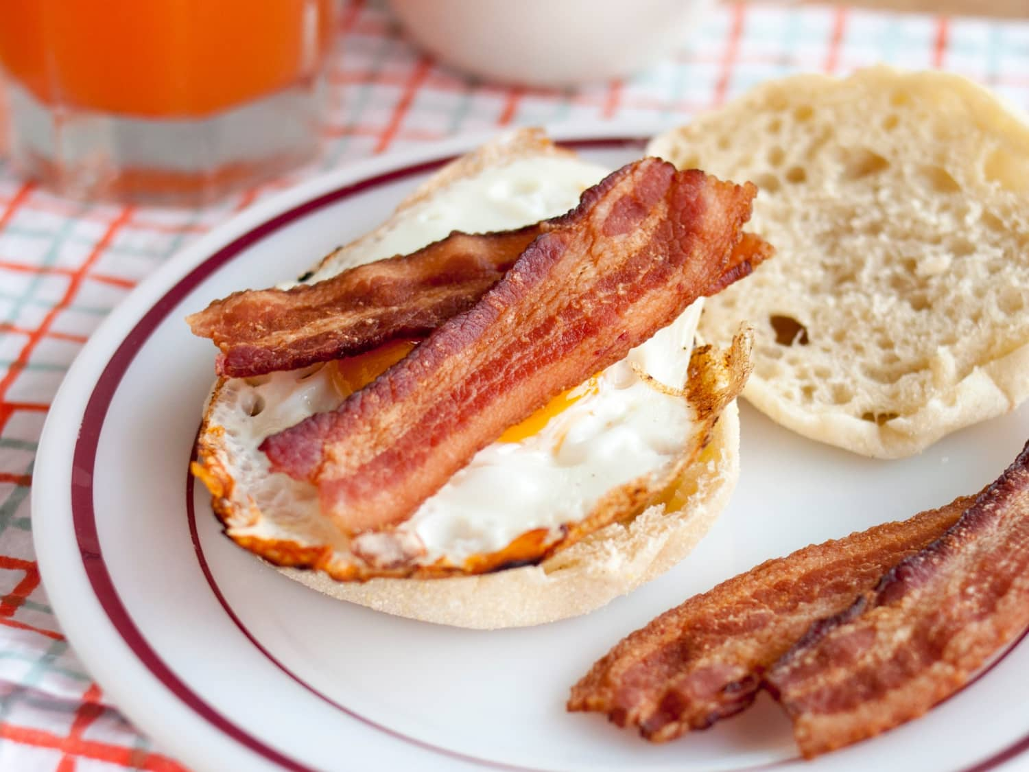 how to cook bacon in the microwave