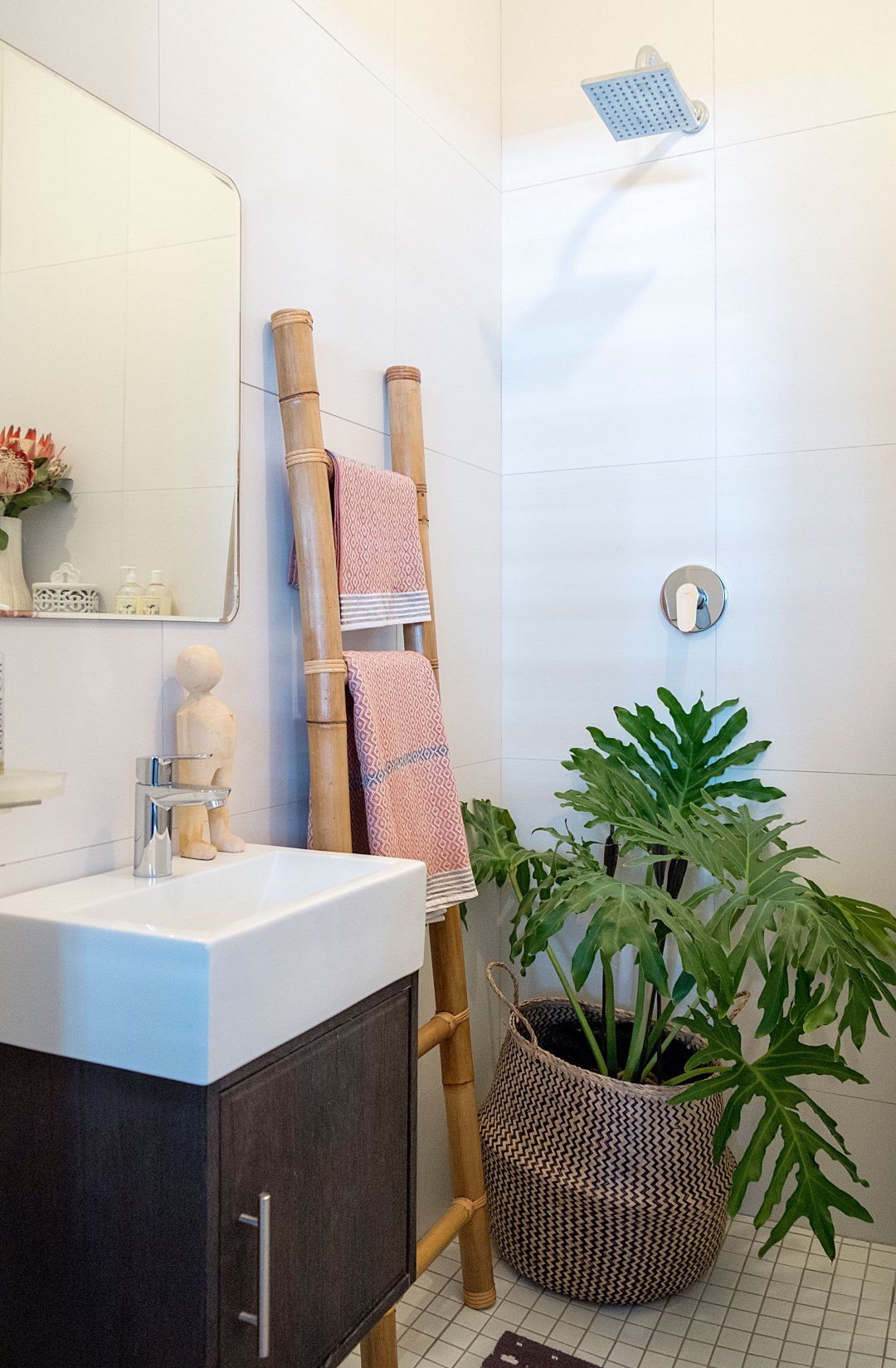 How to Get That Outdoor Shower Feel—In a Windowless Bathroom