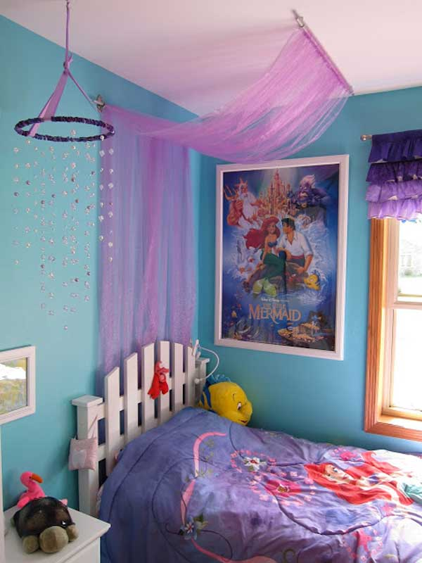 There's something about the emptiness or untidiness of an undecorated room that instantly strikes anxiety into the heart of a type a personality. 20 Magical DIY Bed Canopy Ideas Will Make You Sleep