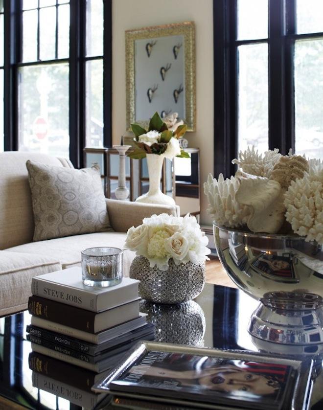 20+ Super Modern Living Room Coffee Table Decor Ideas That ... on Room Decor Photos  id=43991