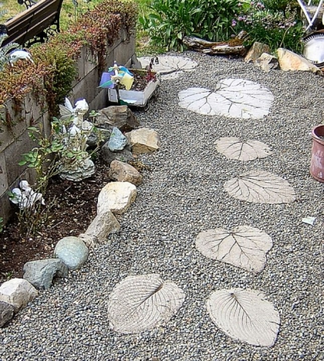30 Beautiful DIY Stepping Stone Ideas To Decorate Your ... on Stepping Stone Patio Ideas  id=11231