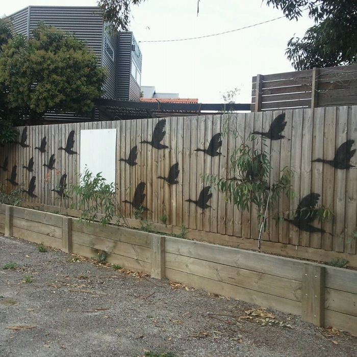 55+ People Who Took Their Backyard Fences To Another Level on Backyard Wall Decor Ideas  id=71758