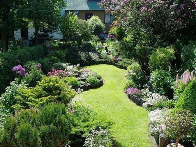 35 Wonderful Ideas How To Organize A Pretty Small Garden Space on Small Landscape Garden Ideas  id=82907